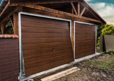 brama-garazowa-orzech-panel-poziomy-szeroki-2