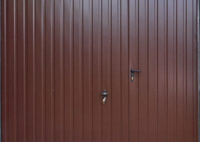 brama-garazowa-uchylna-drzwi-ral8017-4