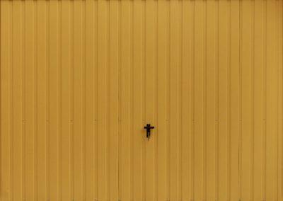 brama-garazowa-uchylna-zolta
